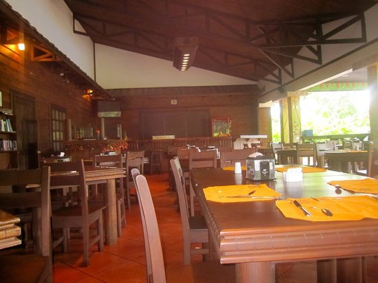 Volcano Lodge & Springs: The indoor/outdoor restaraunt
