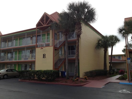Roomba Inn & Suites Orlando: Hotel da fuori