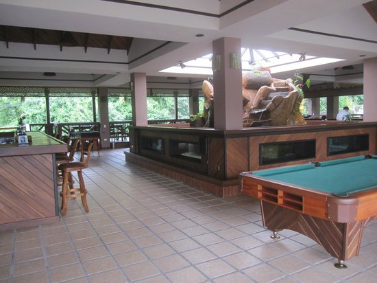 Volcano Lodge & Springs: The welcome center and bar