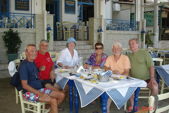 Acrogiali: Lunch with friends at Akrogiali