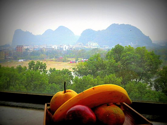 Sheraton Guilin Hotel: Nice View from the Room w/ Fresh Fruit!