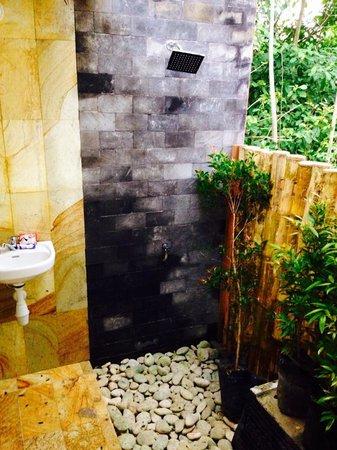 Casa Nemo Beach Resort and SPA: shower