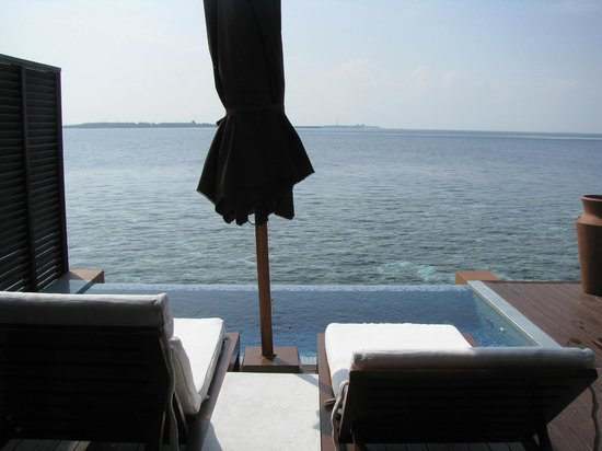 Lily Beach Resort & Spa : View over our private infinity pool