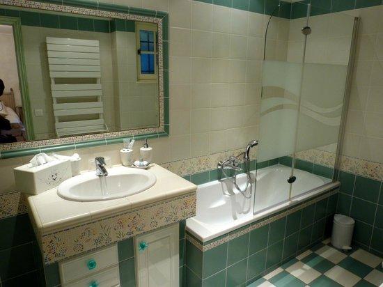 Le Jas Fontaine : La salle de bain .