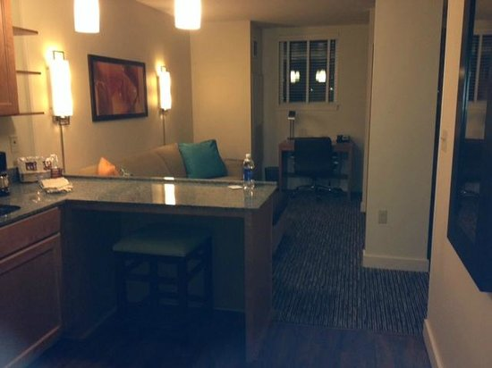 HYATT House Denver Airport: Kitchen/Living