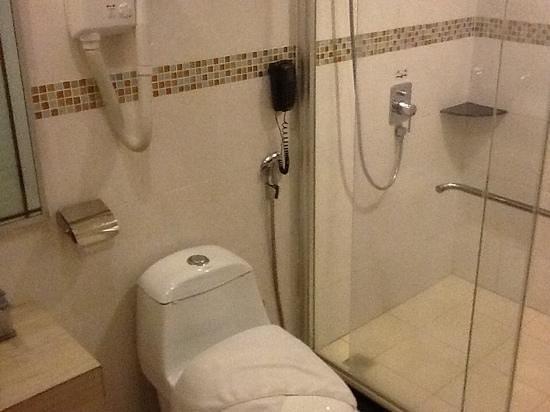 kingston hotel kota kinabalu toilet