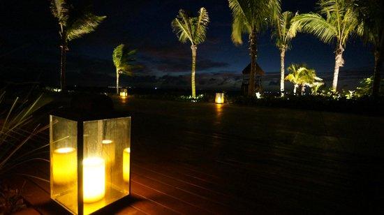 NIZUC Resort and Spa: Lighting effects near Bar A-Kan