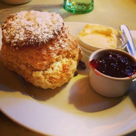 Badger's Hall tea room: Cream tea at Badger's Hall