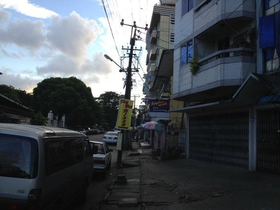 Thamada Hotel: Stree it was located on
