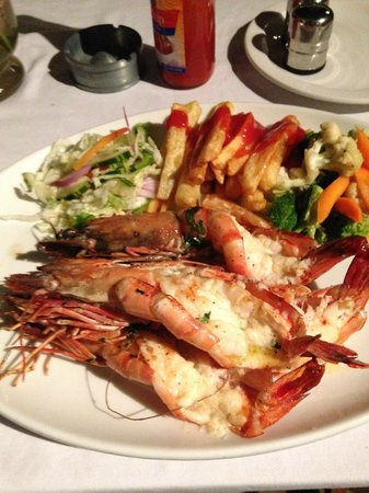 Alexander's Hotel: Delightful,locally caught prawns.
