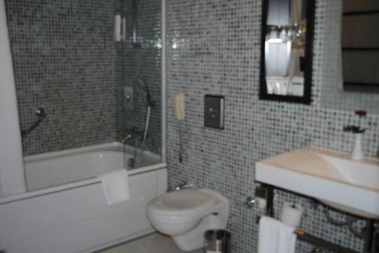 Limak Lara De Luxe Hotel&Resort : Bathroom