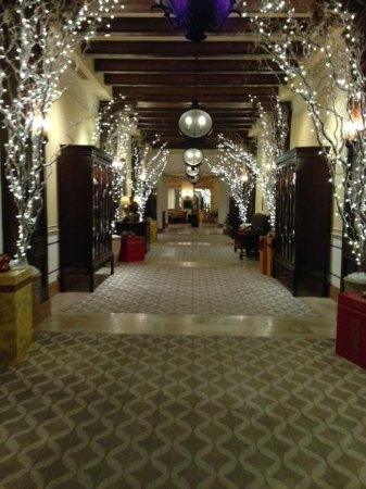 Green Valley Ranch Resort and Spa : Decorated hallways