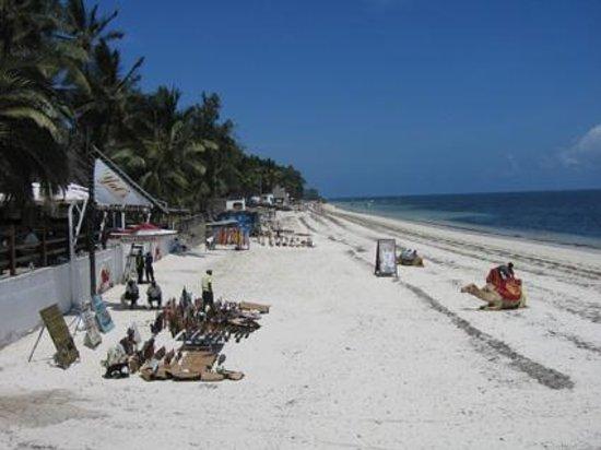Bamburi Beach Hotel: La plage de Bamburi