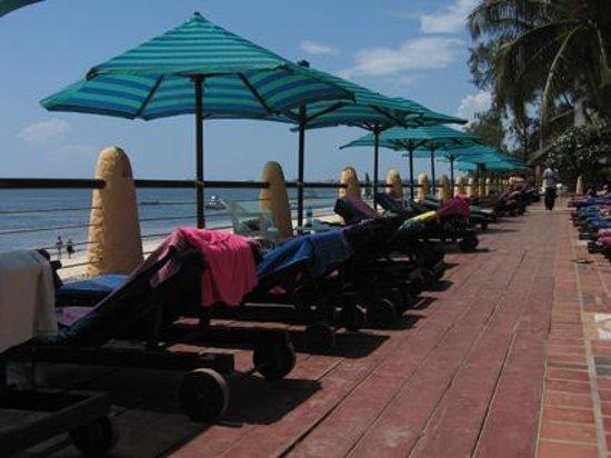 Bamburi Beach Hotel: Terrasse de l'Hôtel