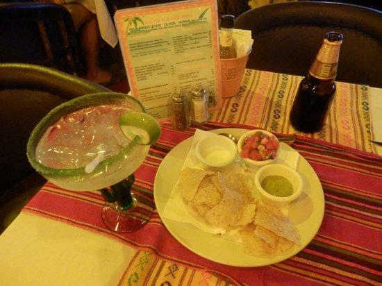 La Vagabunda: Dips with nachos always served before you get your ordered food