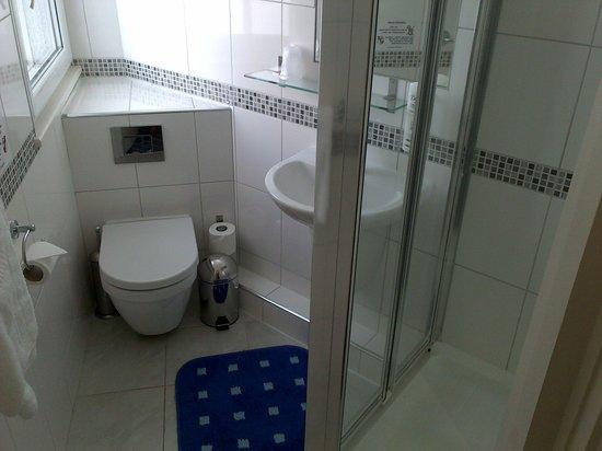 Hotel Unique: bathroom