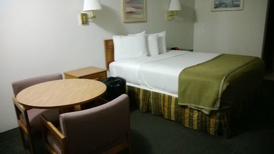 Howard Johnson Express Inn - Roseburg: room