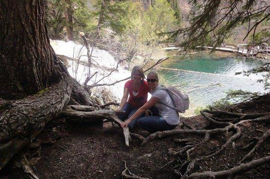 Hanging Lake Trail : Overlooking hanging lake