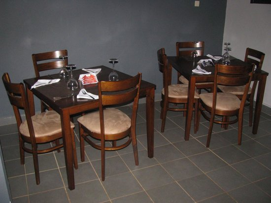 Sika Lounge: Intimate Dining Tables