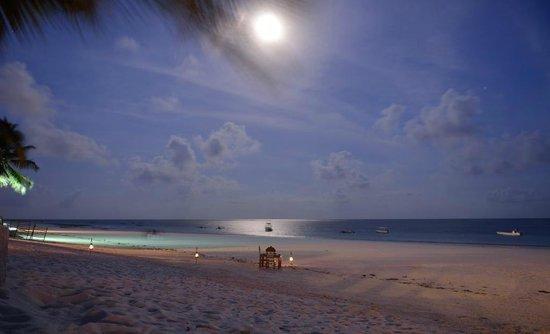 Waterlovers Beach Resort : Candlelight-Dinner am Strand