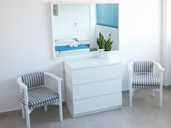 Margarita Napa Apartments : mirror