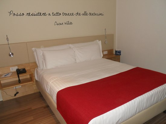 Le Terrazze Hotel & Residence: Letto matrimoniale