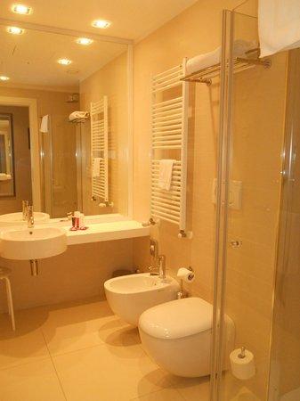 Sanitari e Lavandino ampio - Foto di Le Terrazze Hotel e Residence ...