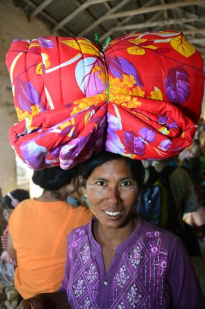 Temples de Bagan : bagan markets are worth some time...lots of color!!
