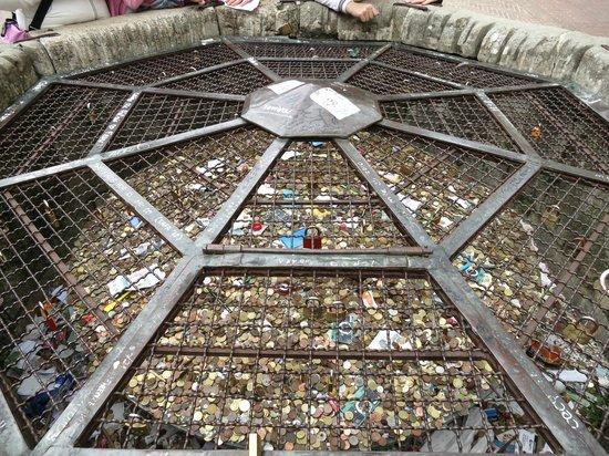 Piazza della Cisterna: Cisterna