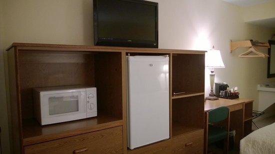 Timbers Motel: microwave and fridge