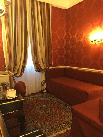 Albergo del Senato: Upgraded room had a separate sitting area