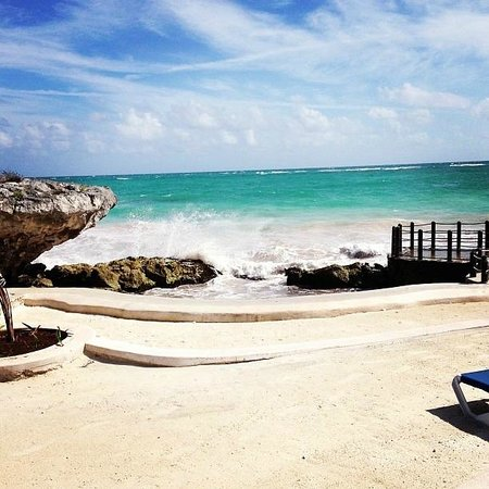 Kore Tulum Retreat and Spa Resort: Beach lounge area