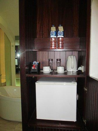 Novotel Bali Benoa : Mini Fridge/Kettle