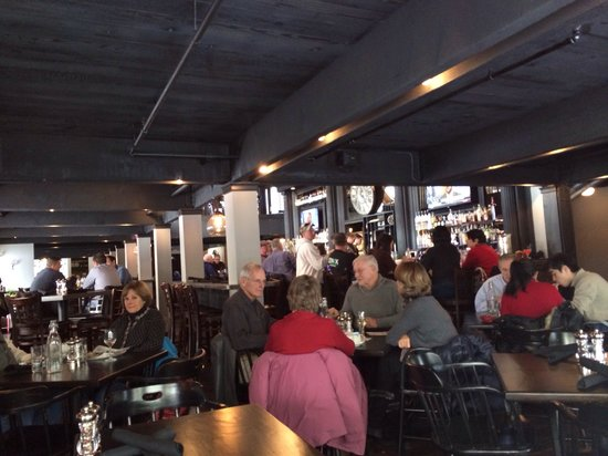 The Red Raven Gastropub: cozee spot!