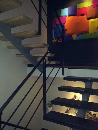 Wifala Thematic Hotel Boutique: Escalera