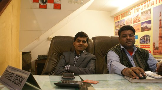Hotel Shelton: Owner Vijay and booking agent Pradeep