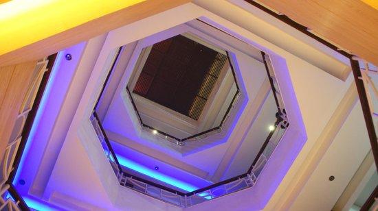 Hotel Shelton : Lobby atrium
