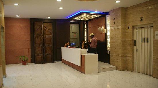 Hotel Shelton: Lobby