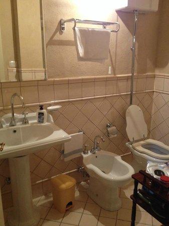 Villa il Borghetto: Second bathroom with shower
