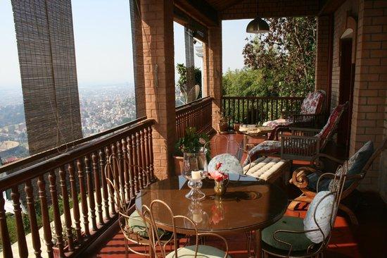 Lokanga Boutique Hotel: shared balcony