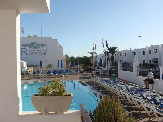 Rosamar Apartments: Pool area