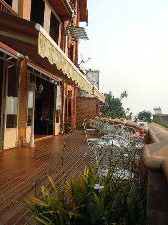 Lokanga Boutique Hotel : restaurant terrace
