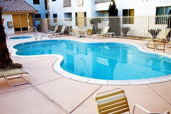 Emerald Suites Cameron: Pool