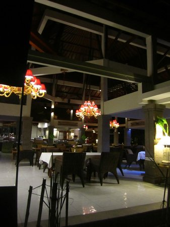 Rama Beach Resort and Villas: Dining area