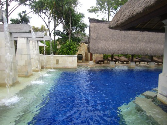 Rama Beach Resort and Villas: Pool area