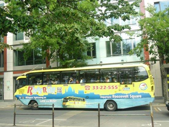 Carlton Hotel Budapest: Bus Anfibio