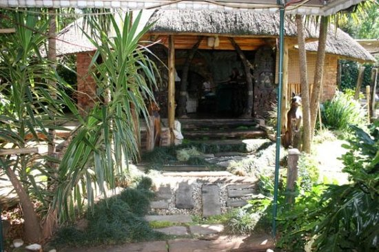 """Breena BnB Guest House: Wonderful """"African Lodge"""" FEEL in the heart of Jo'burg, just 5 mins from OR Tambo"""