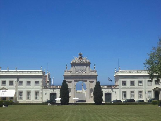 Tivoli Palácio de Seteais: Vista na entrada