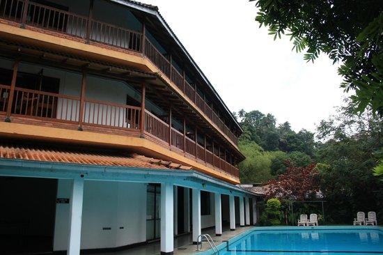 Hotel Hilltop : Hotel & grounds