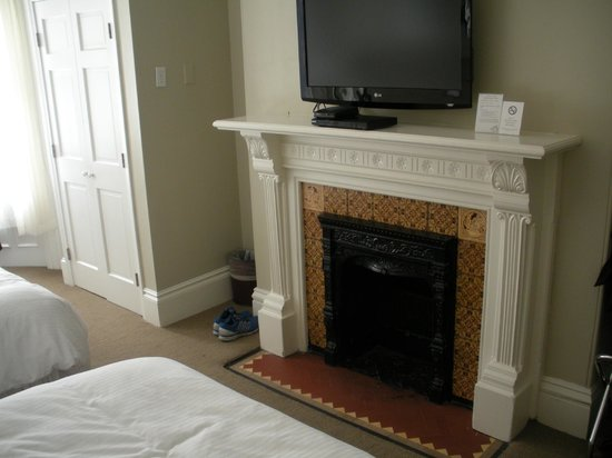 Newbury Guest House : Fireplace